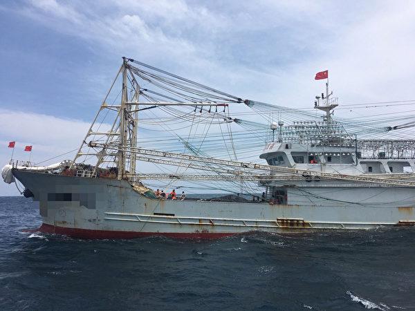 淡水海巡队发现陆籍渔船越界