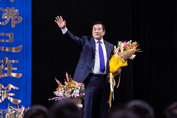 2019年5月17日,一萬餘名世界各地的部份法輪功學員在紐約舉行修煉心得交流會,李洪志先生親臨會場講法。(戴兵/大紀元)