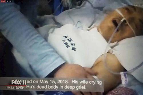 身穿遼寧省本溪監獄八監區衣服的法輪功學員被迫害致死。(影片截圖)