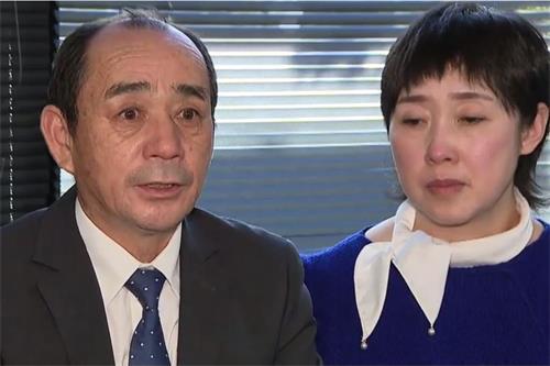 王易非的丈夫戈登(左)表示,他要找出王可非的死亡真相。(影片截圖)