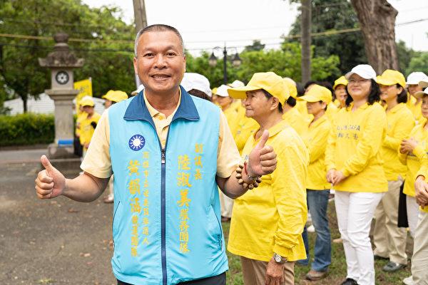 高雄市市議會副議長秘書林清旗到場支持。(明慧網)