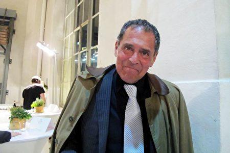 前外交官和銀行家Peter Stavrides觀賞了美國神韻國際藝術團2月28日晚在瑞士日內瓦BFM劇院的第一場演出。(麥蕾/大紀元)