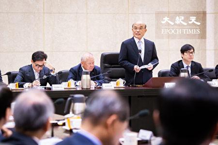 行政院长苏贞昌(右2)21日在行政院接见工商协进会代表时表示,今明年不仅供电充裕,还能负担台商回台设厂需求,请工商界放心。