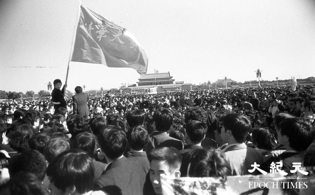 1989年六四期間,北京天安門廣場上聚集的請願學生。(Jian Liu 提供)