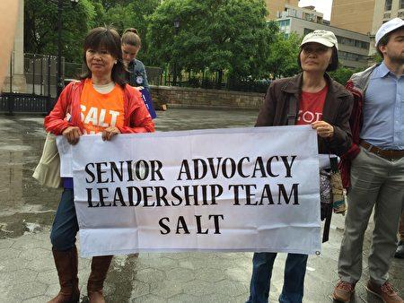 不少华裔老年人参加了联合广场的活动。