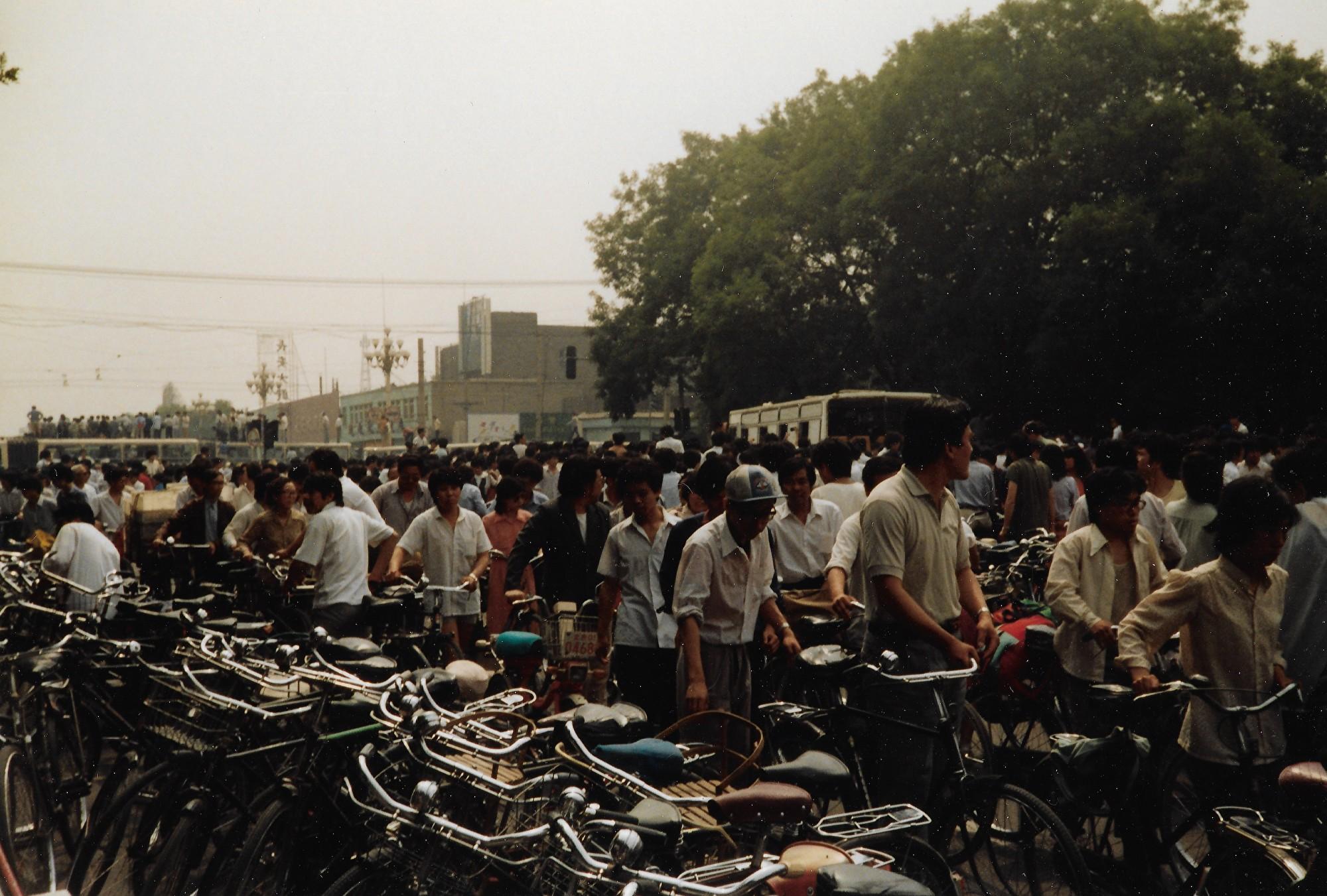 1989年6月3日上午,北京市西單路口。(王珍提供)