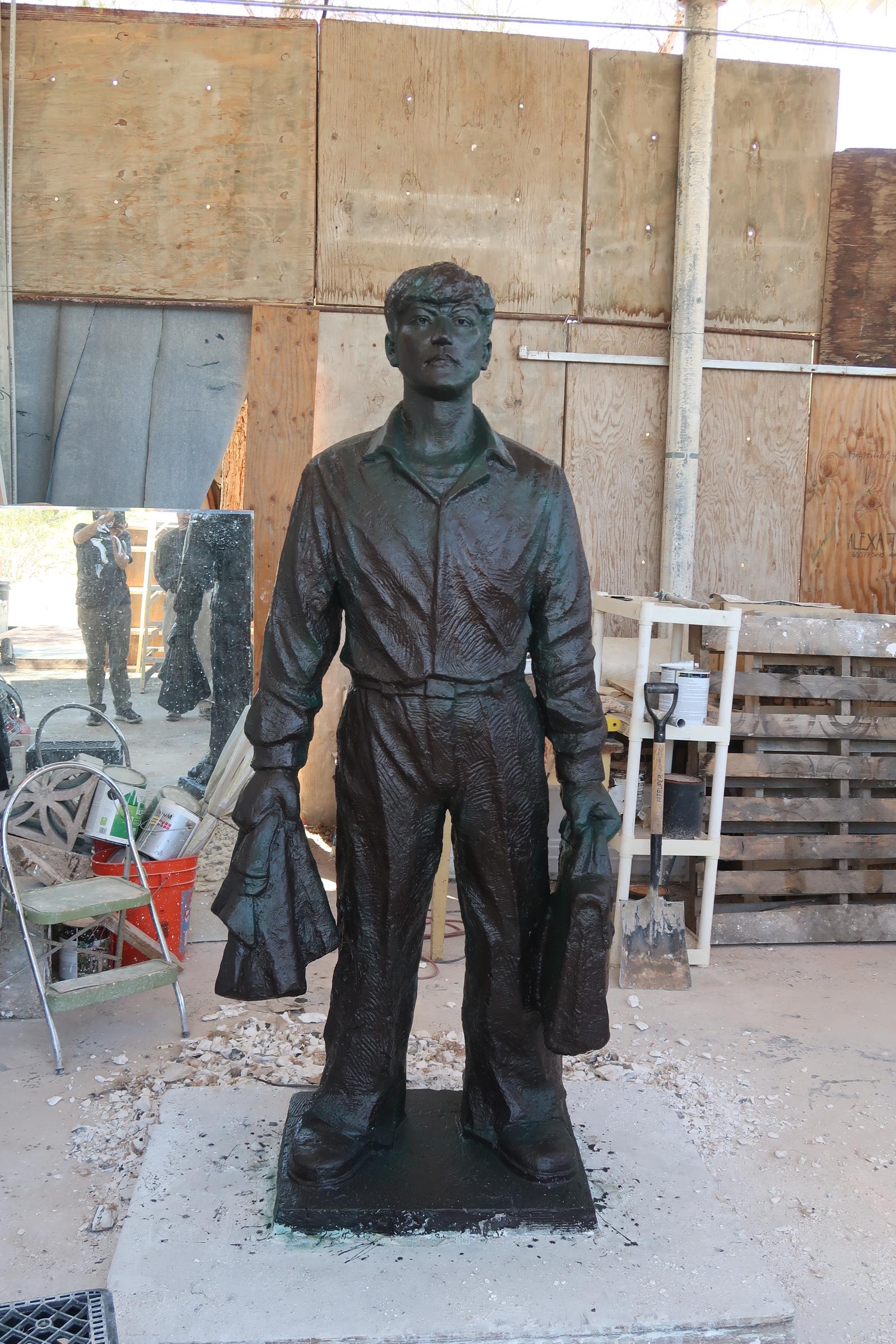 全球首座「王維林擋坦克」雕塑預計於「六四」紀念日在美國洛杉磯「自由雕塑公園」與觀眾見面。(徐繡惠/大紀元)