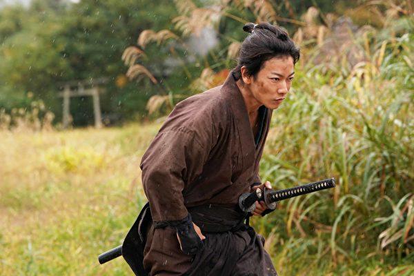 《馬拉松武士》佐藤健被要求每天跑到地平線盡頭
