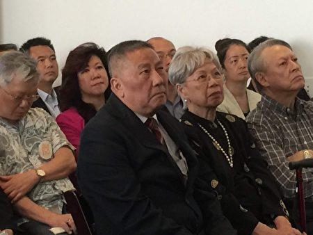 中华公所等众多侨社代表参加了昨天的纪念美国铁路竣工150周年邮票揭幕仪式。