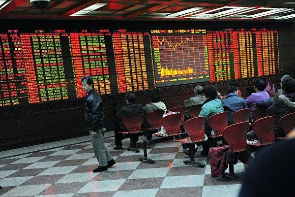圖為大陸股市資料圖。(AFP PHOTO/JOHANNES EISELE)
