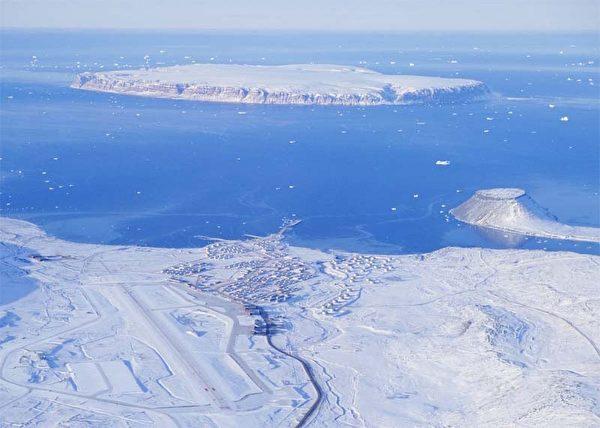 格陵蘭的圖勒空軍基地是迄今為止美國海外最大的軍事基地,也是美國在地球上最北的軍事基地。(維基百科公有領域)