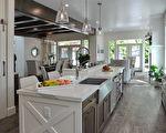 今年的PNE头奖豪宅(PNE Prize Home)是一个豪华的农舍风格现代建筑,图为厨房。(童宇/必赢电子游戏网址)