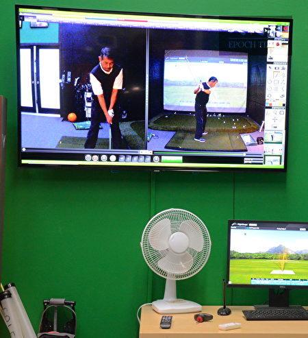 Musqueam高尔夫球场和练习场,位于温哥华西南方,背靠菲沙河,是加拿大最好的高尔夫训练设施之一。图为室内实时录像,以便教练纠正学员工作。