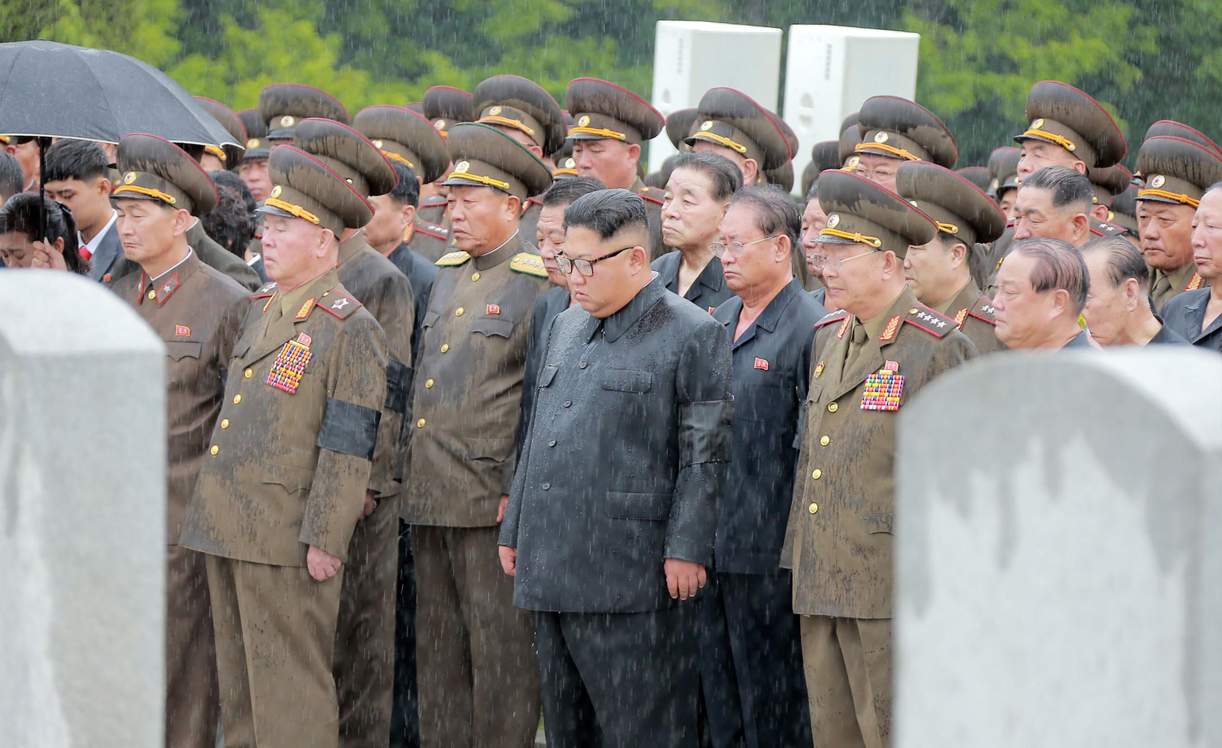 少校月薪僅1美元 北韓軍官如何存活?