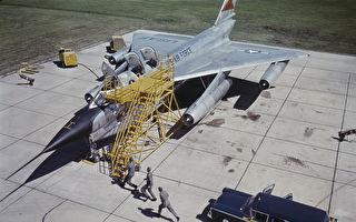 为何美军B-58轰炸机在飞行时弹射出黑熊?