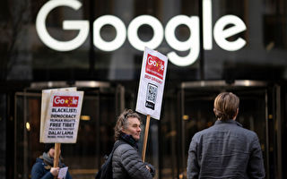 """1月18日,民众在谷歌伦敦分部大楼前抗议""""蜻蜓计划""""。(Dan Kitwood/Getty Images)"""