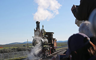 橫貫大陸鐵路150周年 最大蒸氣火車再現