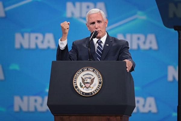 美国副总统迈克・彭斯(Mike Pence)周五(5月3日)表示,川普(特朗普)总统对华谈判立场未变。 (Scott Olson/Getty Images)