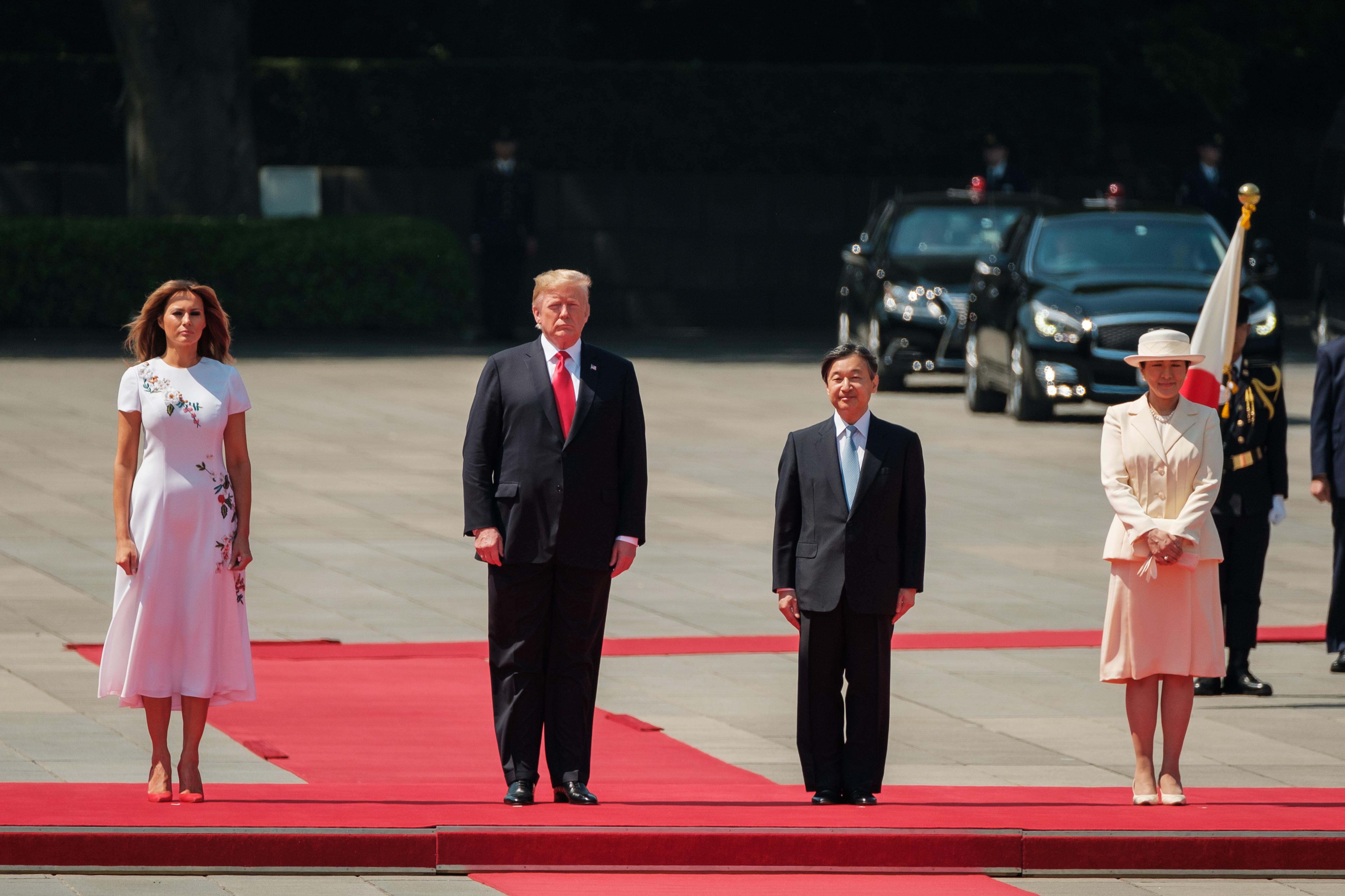 特朗普夫婦與日王德仁夫婦出席歡迎儀式。(Nicolas Datiche-Pool/Getty Images)