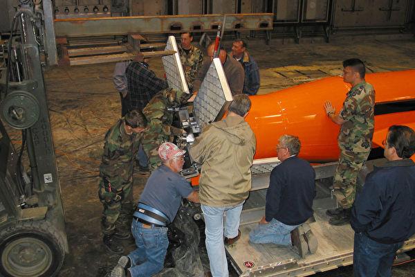 在实验室里冻成冰棒 美军机服役前的淬炼