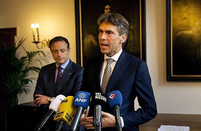 5月15日, 荷蘭政府發佈《中國戰略》詳列了荷蘭在與中國政府交往中的機會與擔憂。圖為荷蘭情報與安全總局局長迪科· 史庫夫(Dick Schoof)。(JERRY LAMPEN/AFP/Getty Images)