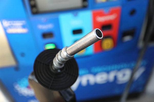 油價轉低 長週末全美3800萬人出行