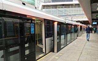 无人驾驶列车 首日载客近14万反映良好