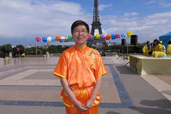 從中國東北剛來法國不久的法輪功學員趙先生(關宇寧/大紀元)
