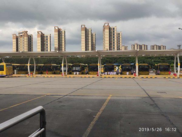 5月26日、27日,東莞城巴運輸有限公司數百名司機罷運。(受訪者提供)