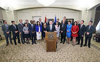 周二(4月30日),亚省联合保守党党领康尼(Jason Kenney)正式宣誓就职,成为该省第18任省长。(加通社)