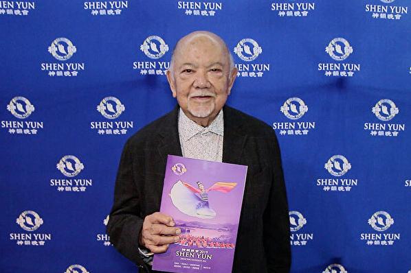 墨西哥老牌电视和电影演员兼喜剧演员Sergio Corona,4月6日下午在墨西哥城国家礼堂观赏神韵演出,这是他第三次来看神韵。(新唐人电视台)