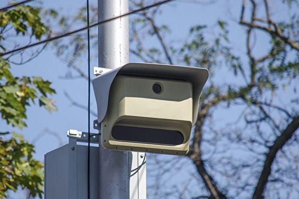 今年夏天,如果你在卑詩省內某個高危十字路口開車超速,很快就會收到一張超速罰單。圖為雷達偵速機。(Pixabay)