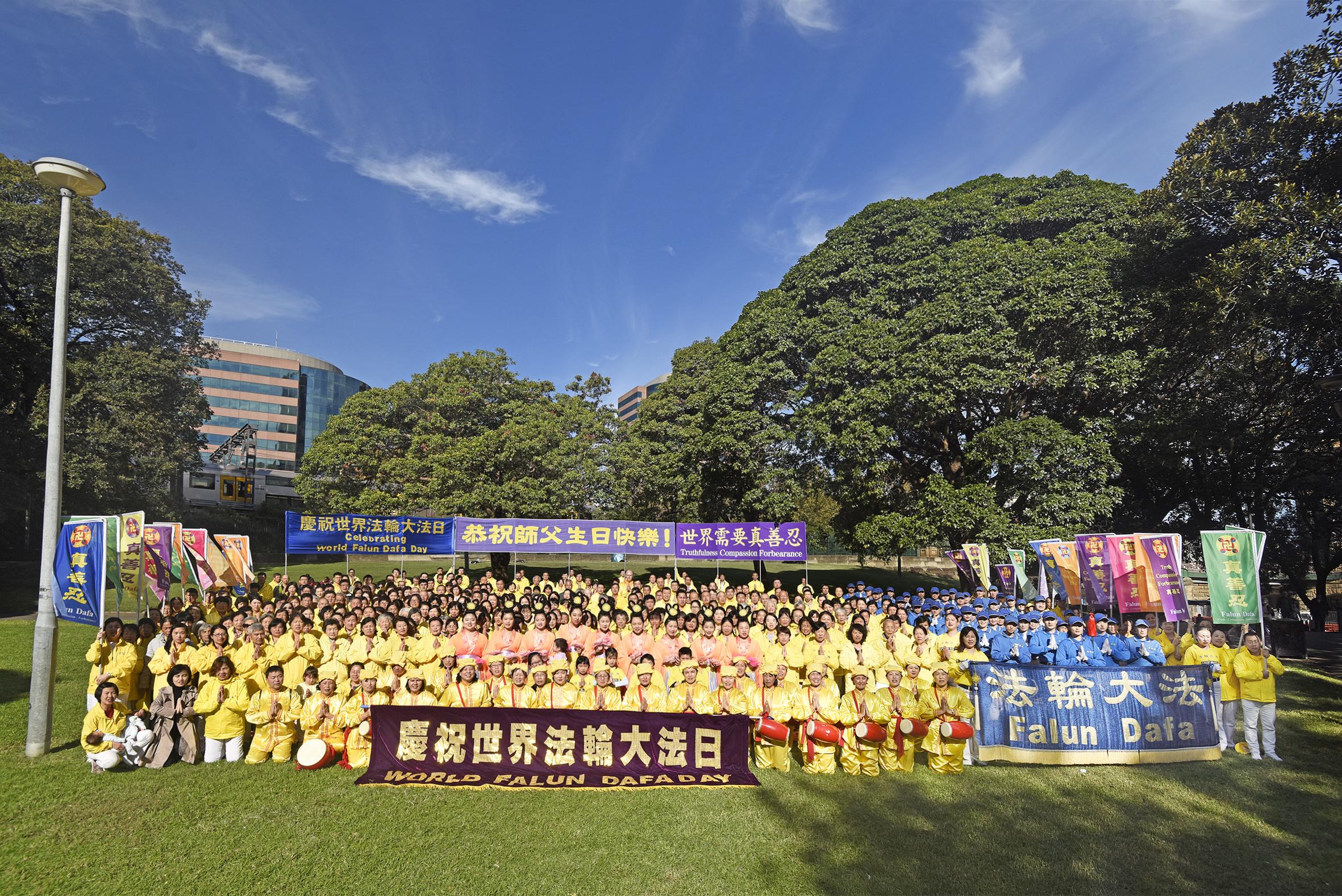 組圖:逾50國法輪功學員慶祝法輪大法日