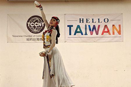 """台湾艺术大学""""大观舞集""""于台湾会馆表演中国传统舞蹈。"""