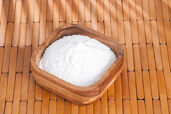 小苏打粉可以有效除湿气。(Shutterstock)