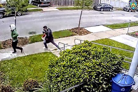 20日下午,两名蒙面男子涉嫌入室盗窃,被警方通缉。