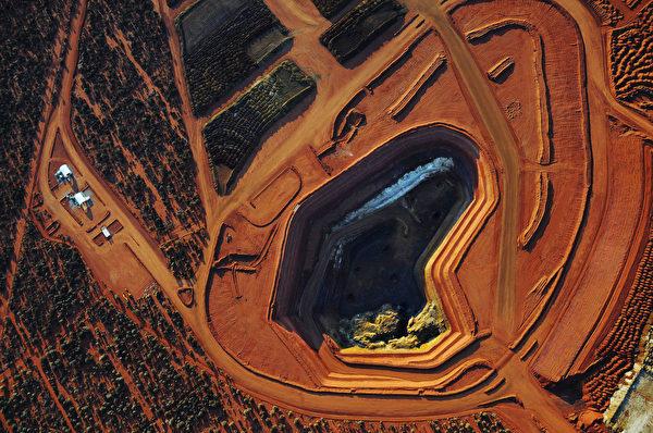 有學者表示,中共如果真發動稀土禁運戰,最終受害最大的可能是自己。圖為稀土礦場。(Lynas Corporation/AFP)