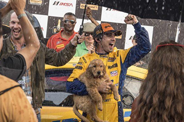 《我在雨中等你》凱文科斯納為黃金獵犬獻聲