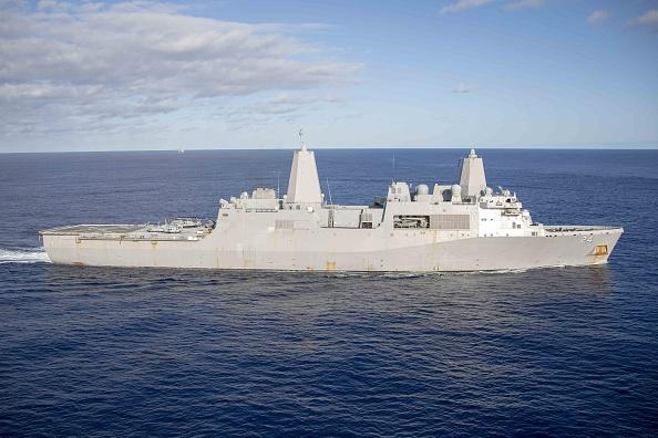 圖為阿靈頓號航空母艦(USS Arlington)過境大西洋。(MC2 Magan Anuci/AFP/Getty Images)