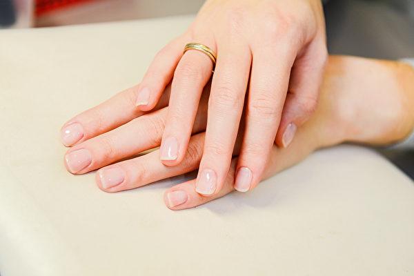 黑色素瘤可能長在指甲上,指甲有異常需留意。(Shutterstock)