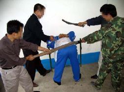 中共酷刑示意圖:毒打。(明慧網)