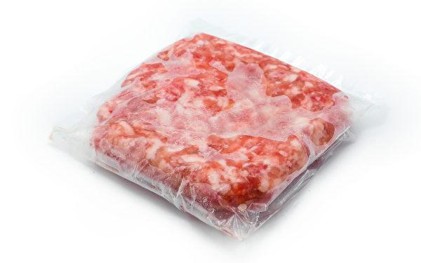肉類若需要冷藏,最好依每次煮食的份量,用保鮮袋裝好,並去除裡面的空氣。(Shutterstock)