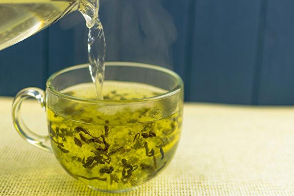 研究顯示,每天飲用一杯熱茶,就可將罹患青光眼的風險降低74%。(Shutterstock)