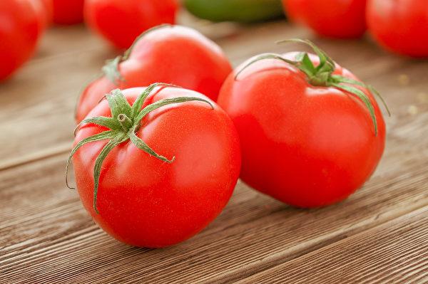 每天吃2顆番茄,可預防肺阻塞和肺癌,延緩肺功能退化。(Shutterstock)