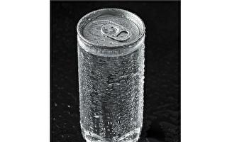 可乐罐露出透明内衬引关注