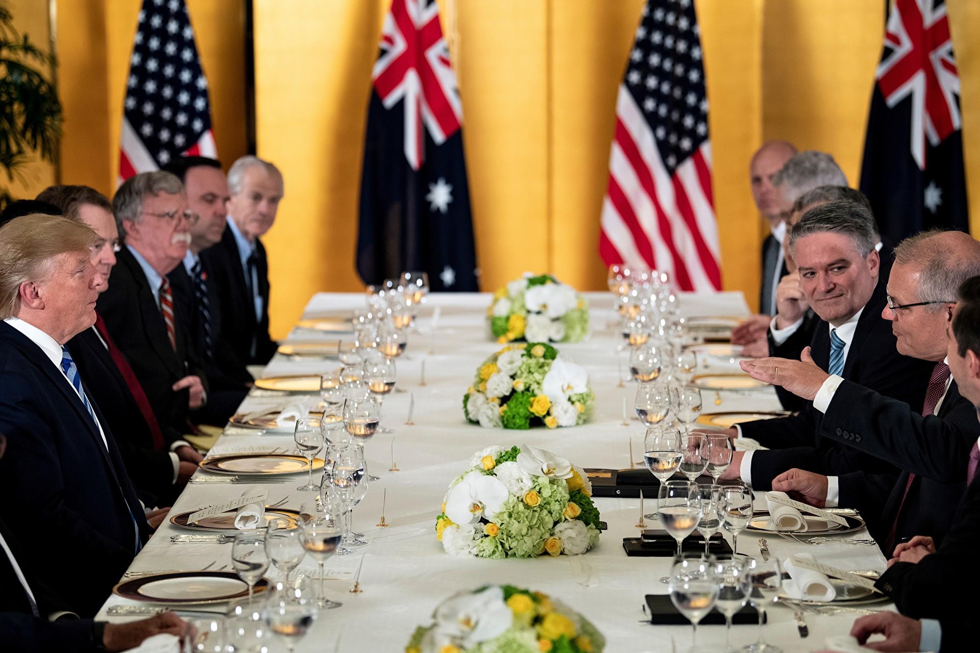 美國總統特朗普周三啟程前往日本參加G20峰會,目前已經抵達日本大阪,並於當地時間周四晚間和澳洲總理斯科特‧莫里森(Scott Morrison)共進晚餐。(Brendan Smialowski/AFP)