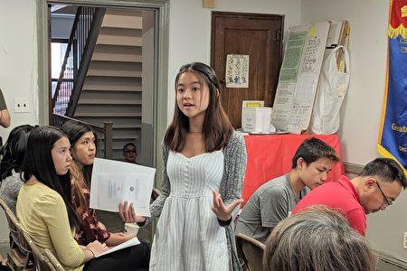 史岱文森高中十年级学生郑羚儿(Kristin Cheng)获得作文比赛一等奖,侃侃而谈自己的见解。