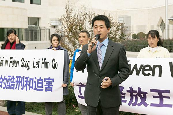 從國內到海外,彭永峰積極參與營救法輪功學員。2014年10月攝於華盛頓DC。(李莎/大紀元)