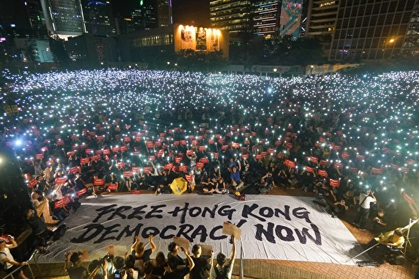 香港過萬人參與了民陣6‧26晚在中環愛丁堡廣場舉行的「G20 Free Hong Kong集會」,呼籲國際社會關注香港人反送中的訴求。(民陣提供/DARIUS CHAN HO SHUN)