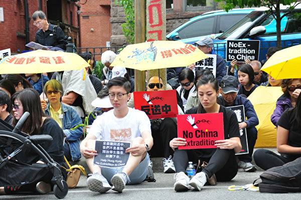 多倫多民眾祈禱,支持香港反對送中惡法。(周行/大紀元)